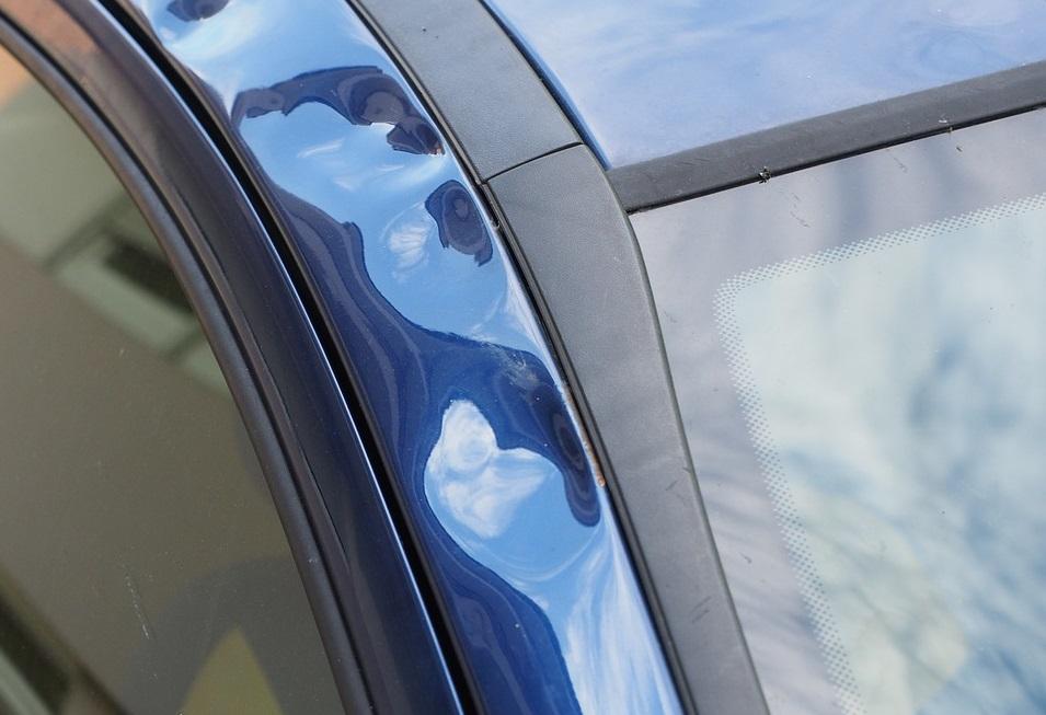 daños causados por una granizada en el coche
